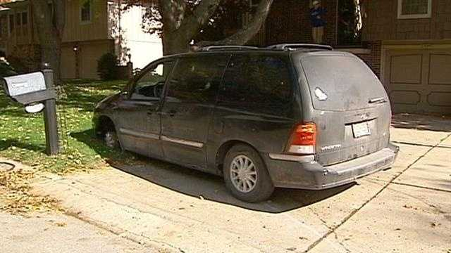 Independence police chase, minivan in front yard