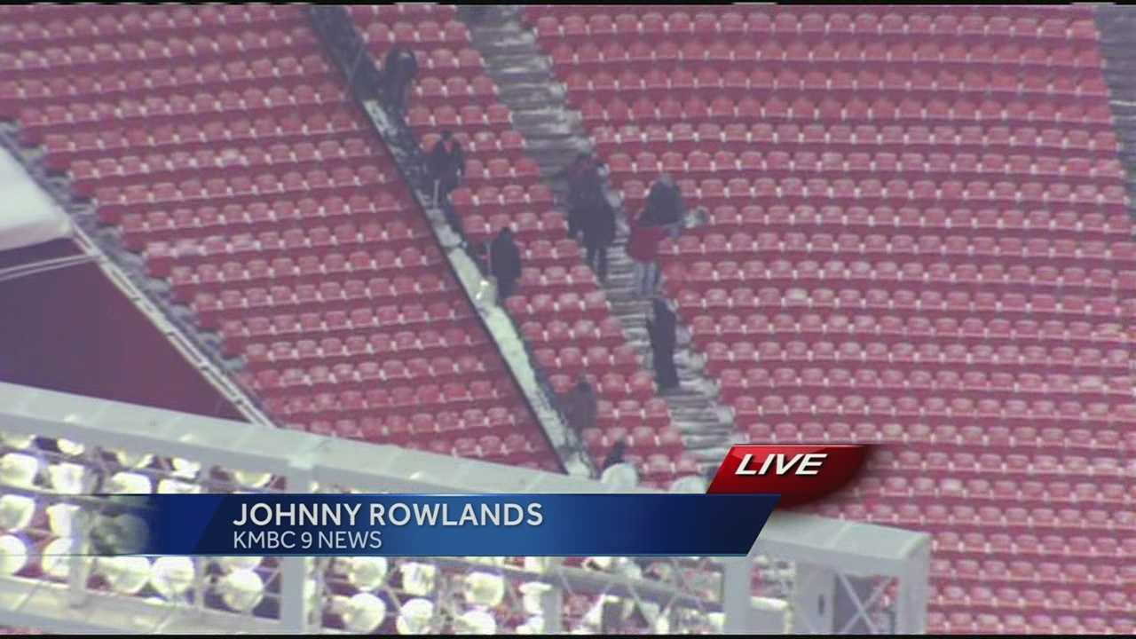 Watch as dozens, if not hundreds of people work to clear the snow between the seats at Arrowhead Stadium.