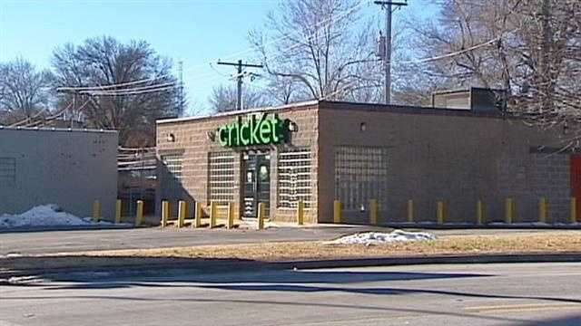 Cricket store robbed, 71st, Troost