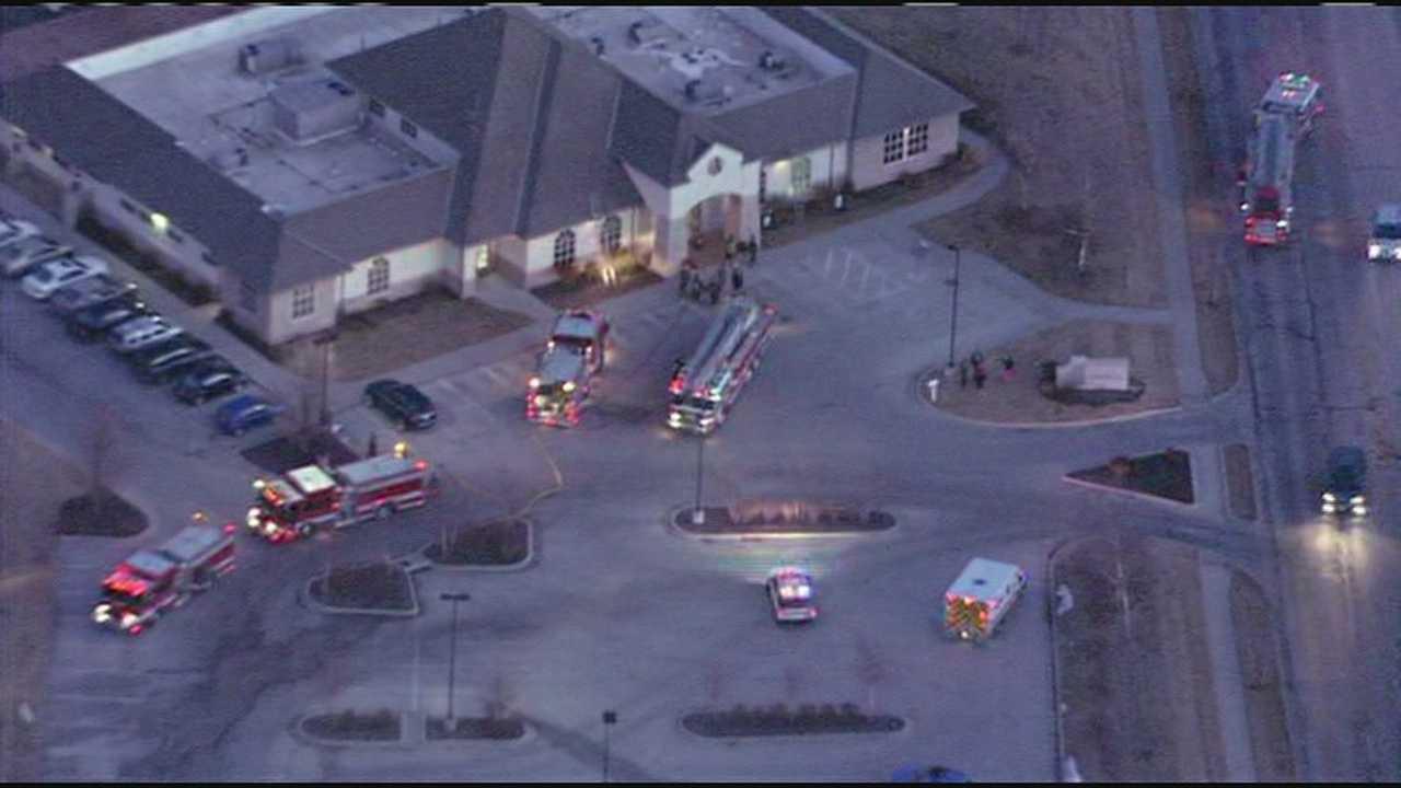 Smoke reported inside Northland animal hospital