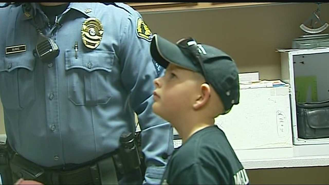 Young cancer patient gets tour of Claycomo Police Dept.