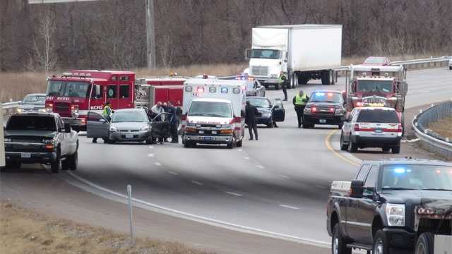Image I-435 closed after crash
