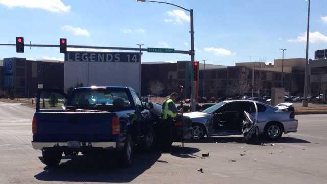 Crash 106th, Parallel Parkway, 3 vehicles