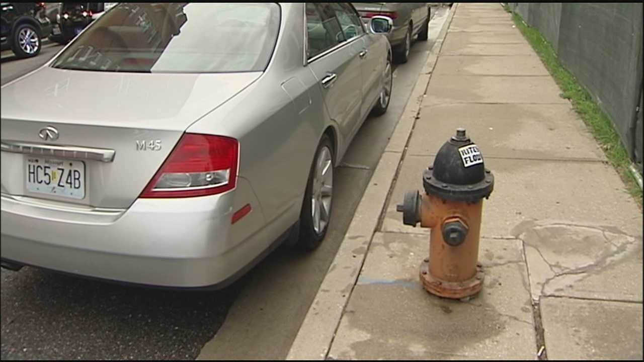 Firefighters working to put out a fire in an apartment building near the Country Club Plaza said that if the fire had been bigger, they could have had problems with a car that was blocking a hydrant on the street.