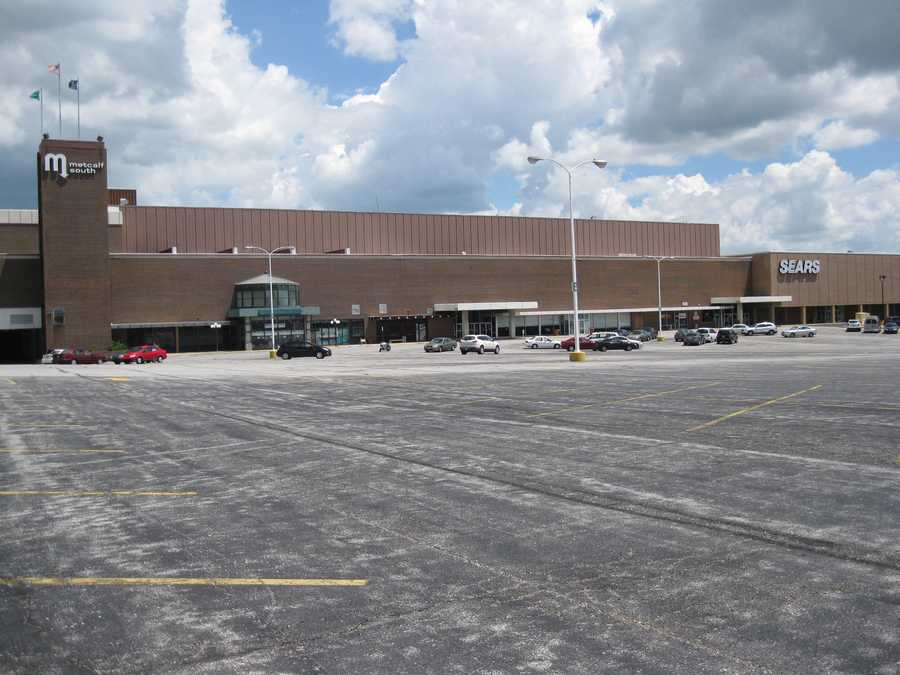 The mall was a very popular shopping destination in the 1970s and early 80s, but businesses have fled since then and have left the mall mostly vacant.