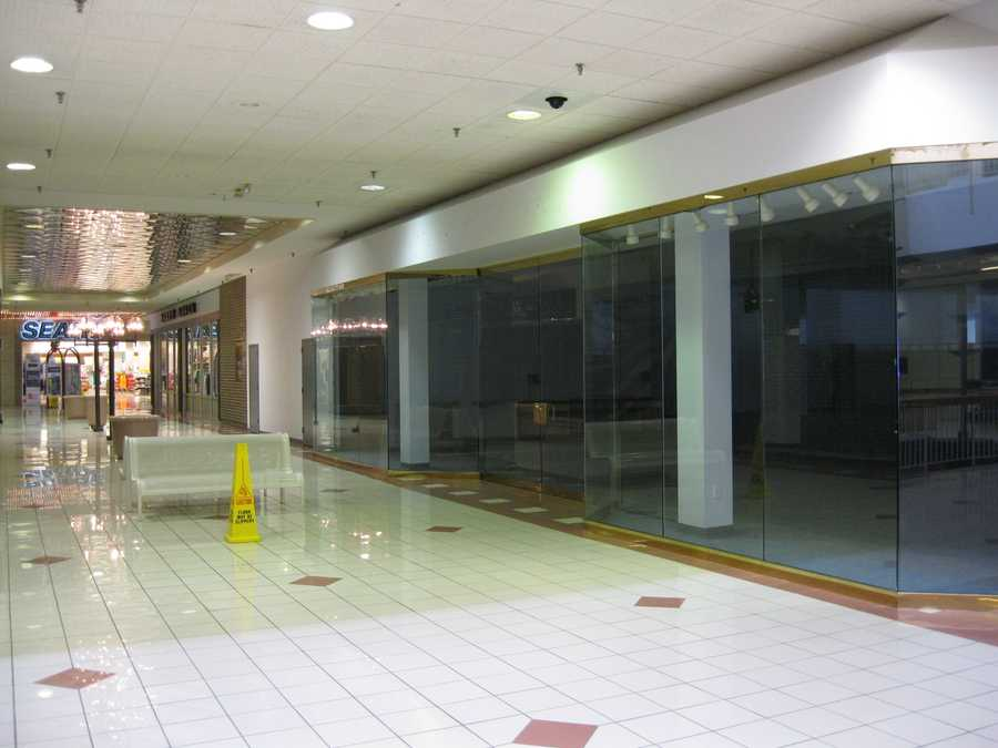 What are your favorite memories of Metcalf South Mall?