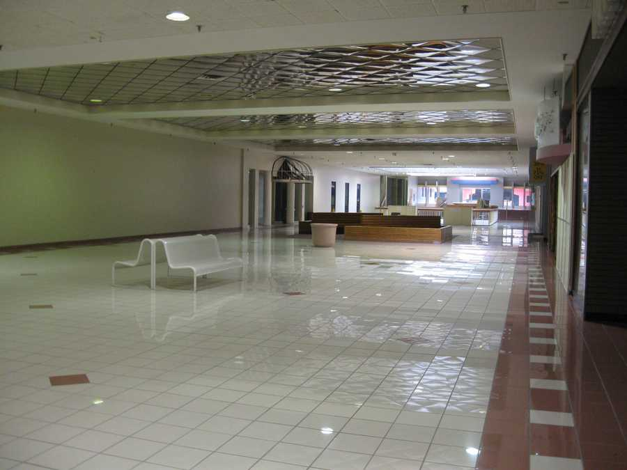 The mall's third floor has been vacant for many years. Half of the third floor was closed off and converted to office space.