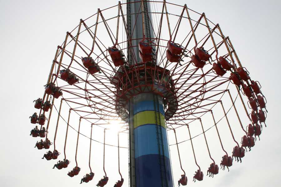 "KMBC's ""Hometown Weather"" tour traveled to Worlds of Fun Thursday.  Guests enjoyed themselves on the SteelHawk ride."