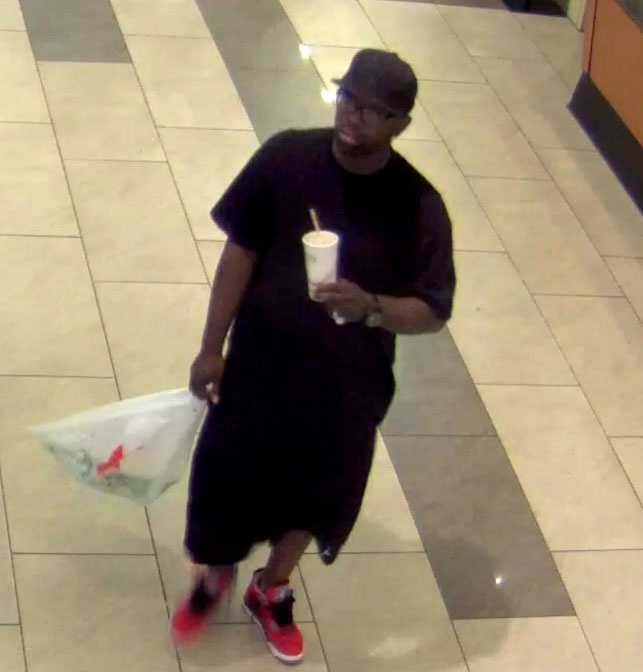 Overland Park, Kansas, police are asking for help identifying two men suspected in cellphone thefts from Oak Park Mall.