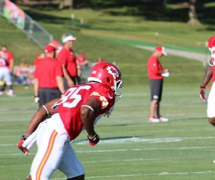 Kansas City Chiefs fans look forward to a wide receiver emerging from training camp. Frankie Hammond Jr. is one of many players Chiefs fans have their eyes on. He is a big receiver, listed at 6 feet, 1 inch and 184 pounds.