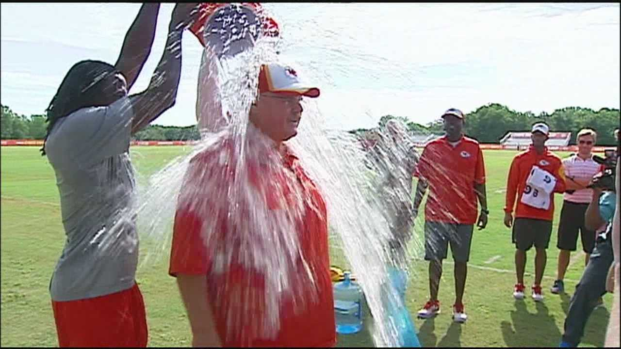 KMBC's Matt Evans speaks with the local director of the ALS organization in Kansas City about the virality of the ice bucket challenge.