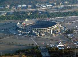 26.) San Diego ChargersCurrent Value: $995 million1 Year Change: +5%Revenue: $ 262 million