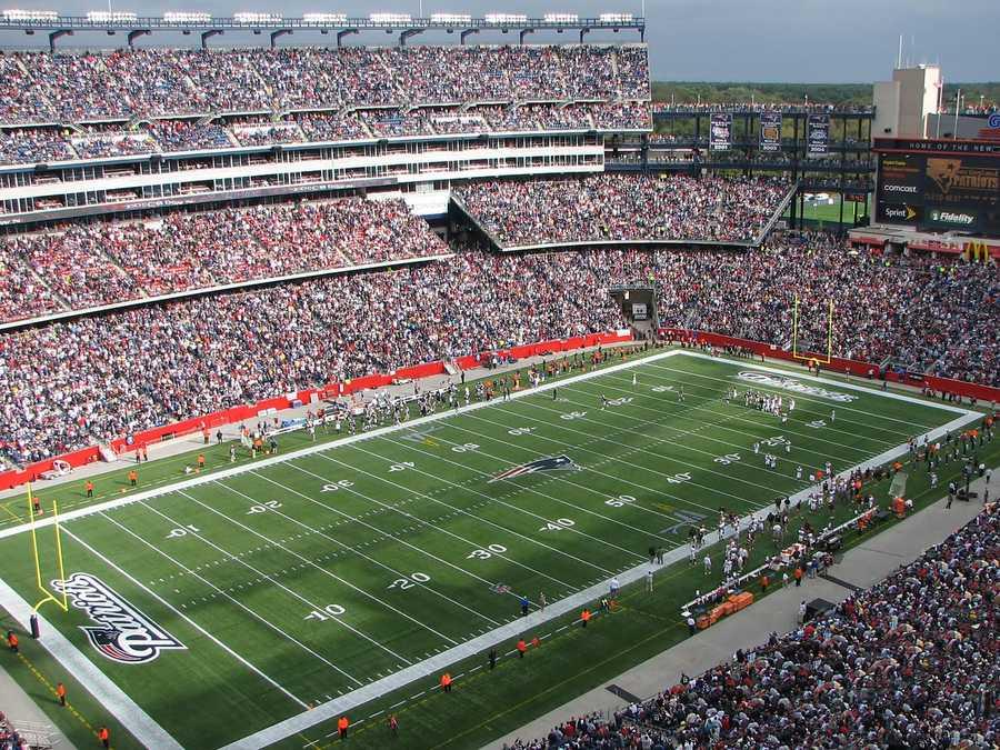 2.) New England PatriotsCurrent Value: $2.6 billion1 Year Change: +44%Revenue: $ 428 million