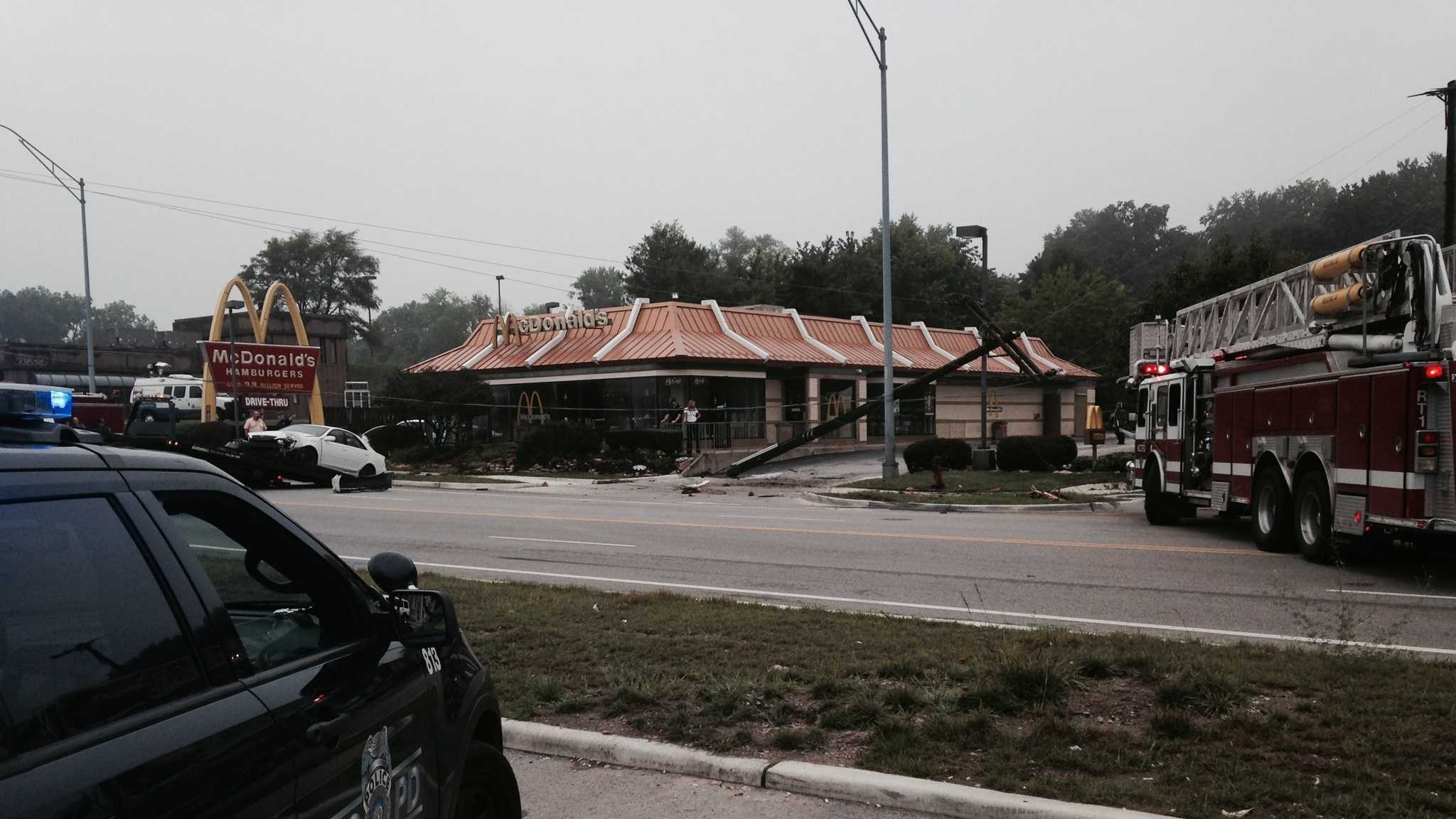North Oak Trafficway damaged pole