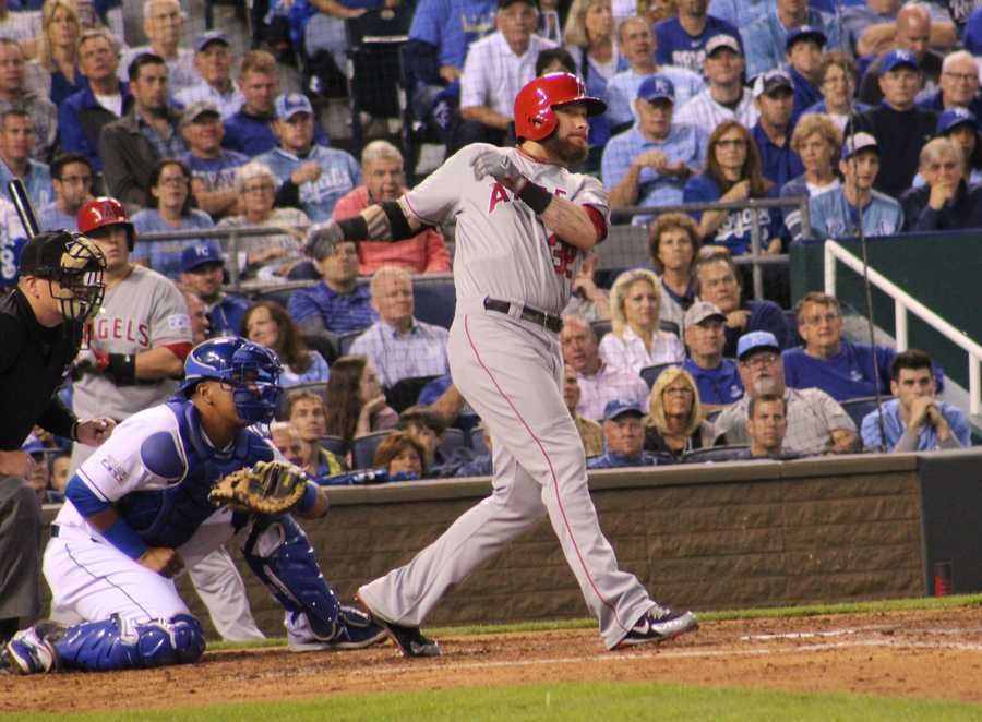 Royals host the Angels in Game 3 of the ALDS.  Angels powerful left-fielder Josh Hamilton went 0-4 at bat with an RBI and a broken bat.
