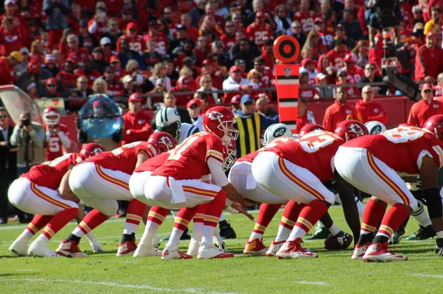 Alex Smith threw for 199 yards and two touchdowns as the Kansas City Chiefs defeated the New York Jets.