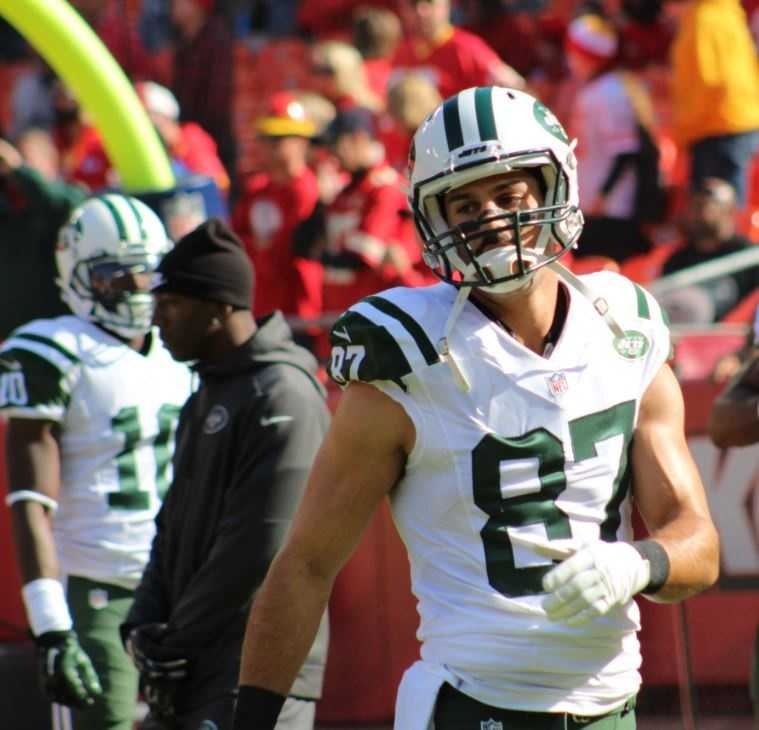 Eric Decker scored the only touchdown for the Jets on a first half pass from Michael Vick.