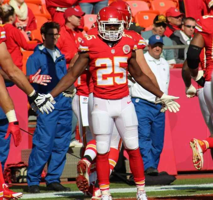 Chiefs running back Jamaal Charles continues another Pro Bowl caliber season. He rushed for 78 yards and a touchdown on 20 attempts Sunday.