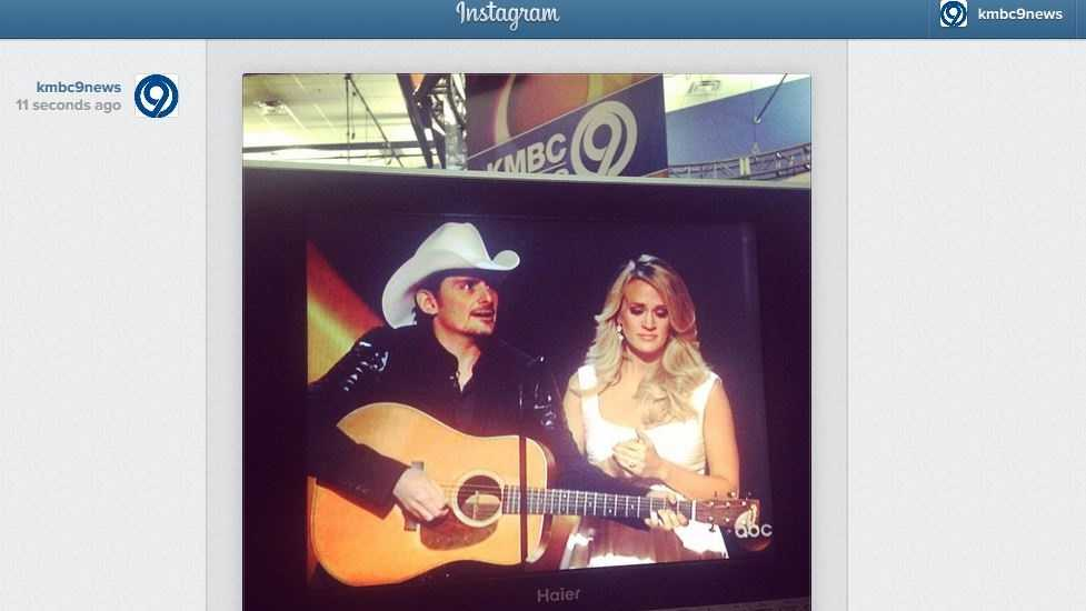 Carrie Underwood and Brad Paisley get laughs immediately as they host a 7th CMA Awards together.