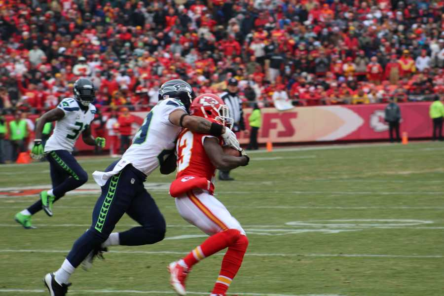 Alex Smith and the Chiefs begin the game with a 15 play, 86 yard drive.  Kansas City led 7-0 immediately.