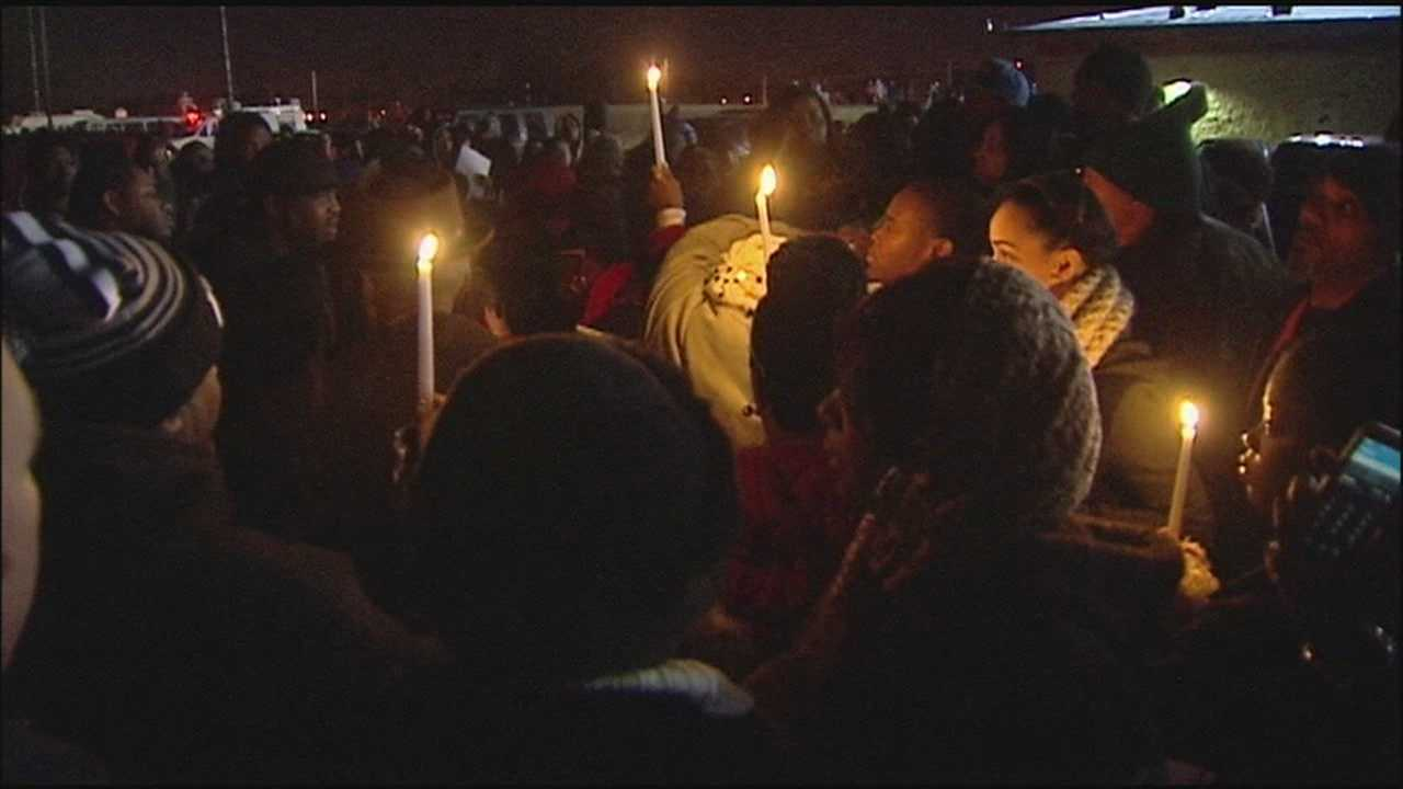 As police continue to look for the person who killed a 14-year-old girl in south Kansas City last week, loved ones gather to remember Alexis Kane.