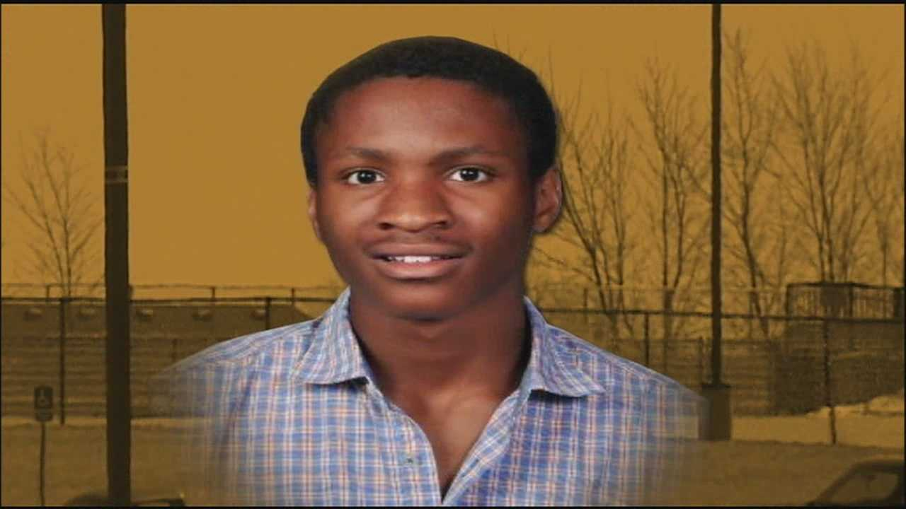 A senior at Ray-Pec High School dies after collapsing during track practice on Wednesday.