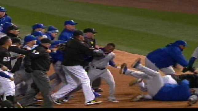 A dispute in the 7th inning led to a bench clearing pushing match between the Royals and the White Sox on Thursday night.