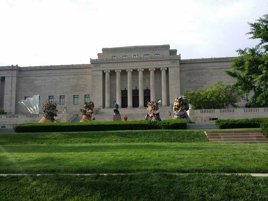 The Nelson-AtkinsMuseum of Art (5 stars, 221 reviews)The Nelson comes in as one of Yelp's highest rated spots in KC. This beautiful museum is anexcellent way to spend the day out of the heat.