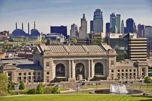 Union Station (4.5 stars, 90 reviews)Science City, the current Gridiron Glory and the KC Rail Experience are just some of the family-friendly activities in this historic museum. The grand ceilings and beautiful architecture give way to a fun, heat-free afternoon.