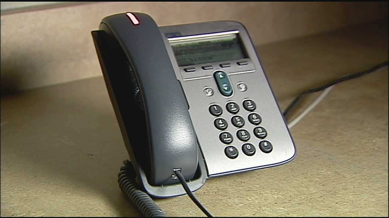 The FBI is warning people in Kansas City to look out for scam artists impersonating agents and demanding money.