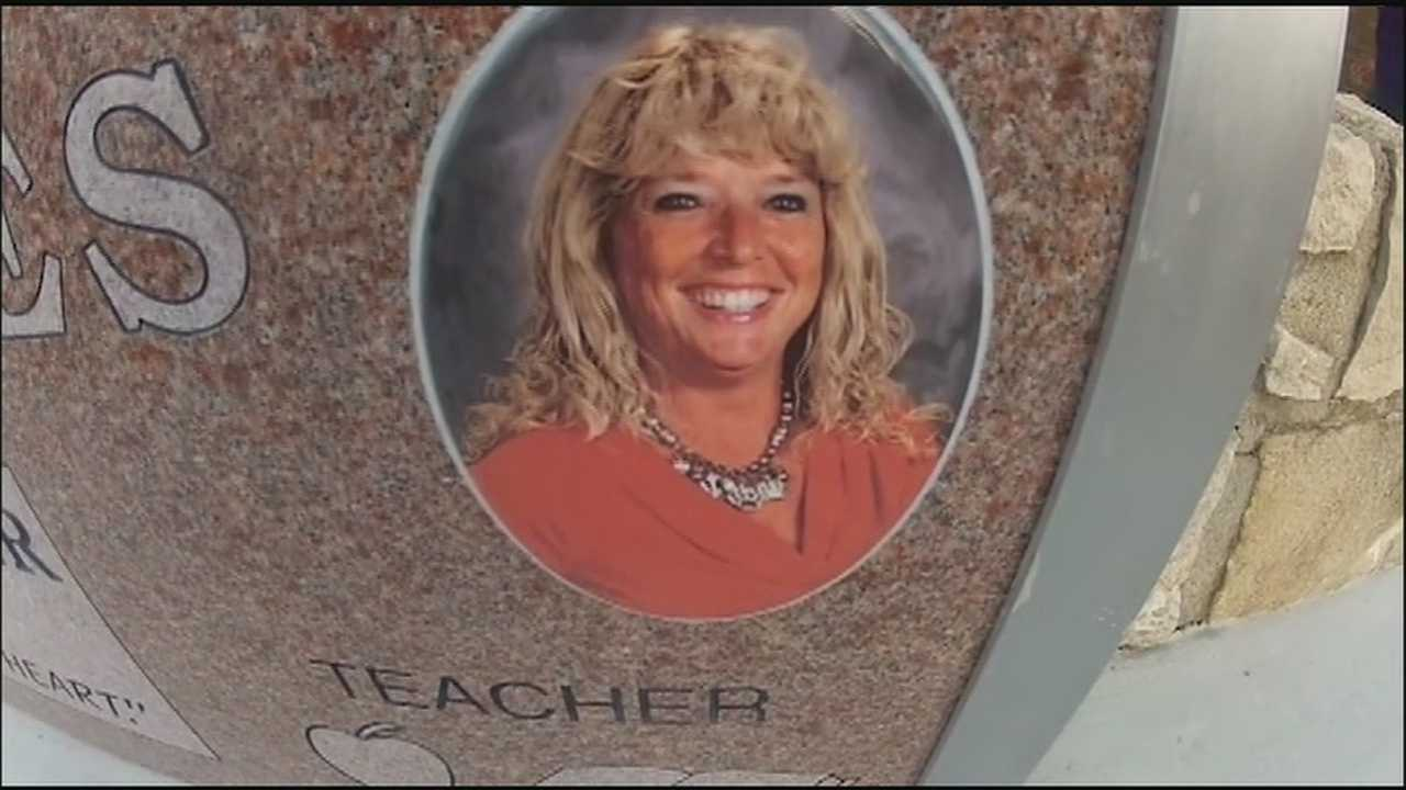 A little more than a year after a popular Independence elementary school teacher died just before her 50th birthday, her school came together to honor her in a special way.