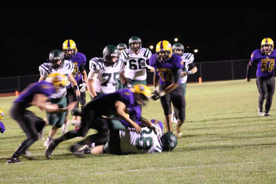 The DeSoto Wildcats scored 10 points in the 4th quarter to win the game, 27-24.