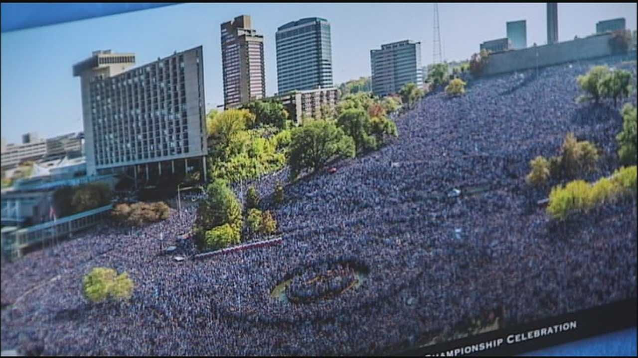 A poster showing the massive crowd at Union Station for the Royals World Series rally earlier this month went on sale Thursday and people rushed in to snap them up.