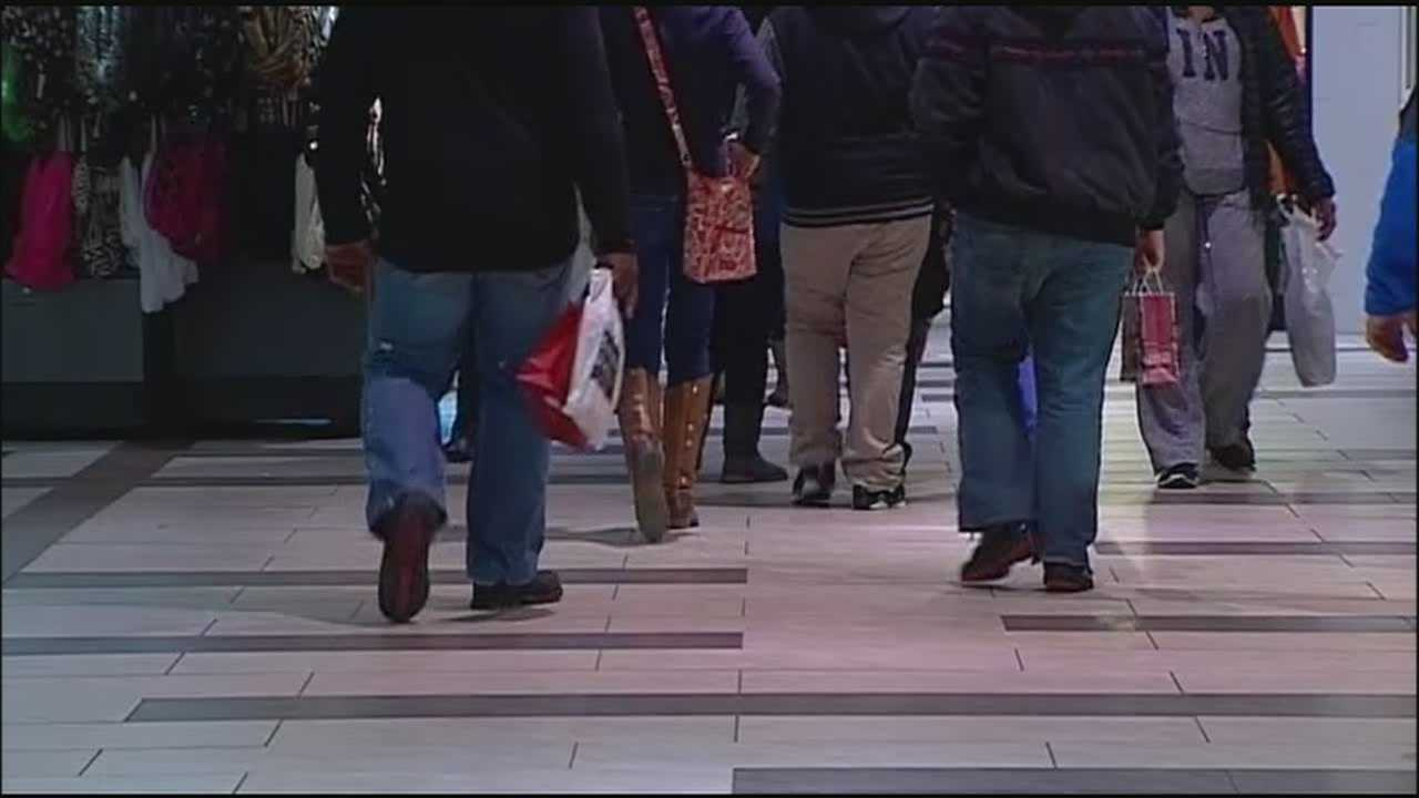 Lee's Summit police said officers are going undercover to make sure shoppers stay safe during the holidays.