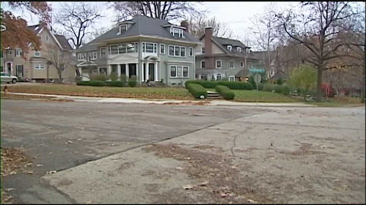 Kansas City police said they're looking for a man who forced his way into a Brookside home Tuesday morning and robbed two family members at gunpoint.