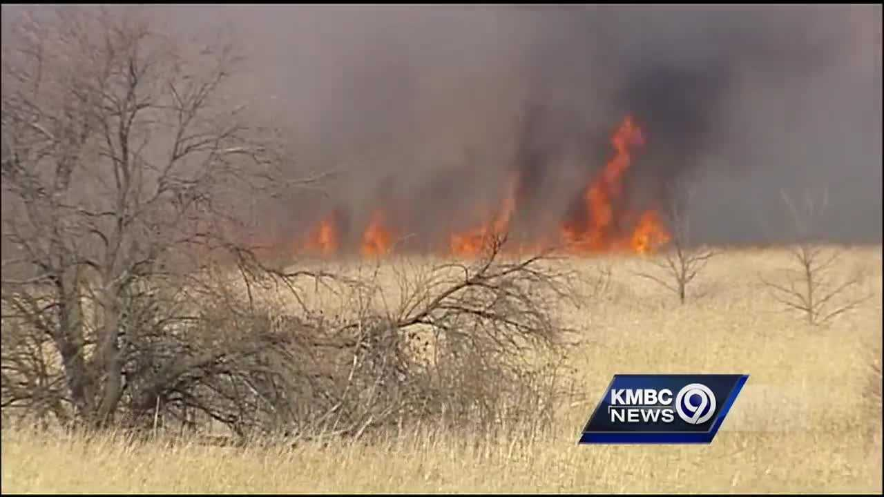A large grass fire that burned about 1,500 acres of land in Platte County threatened the small down of Beverly for much of the day on Thursday.