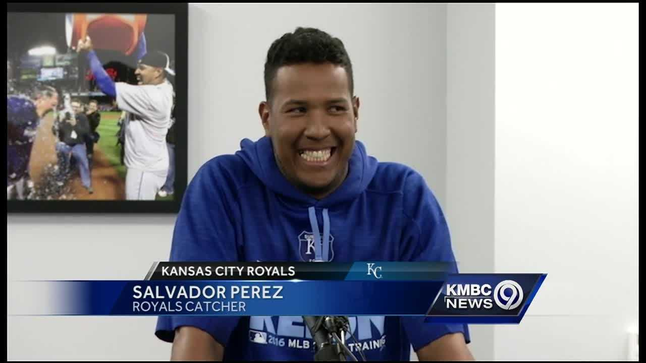 The Kansas City Royals agreed to a five-year contract extension with catcher Salvador Perez.
