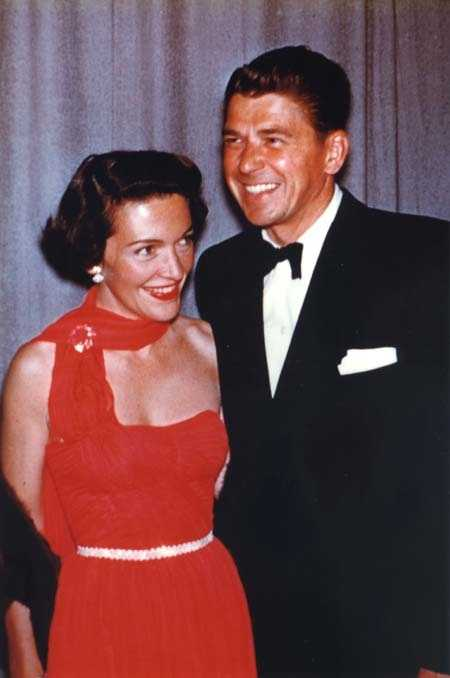 Nancy Reagan and Ronald Reagan together at an event in 1952.