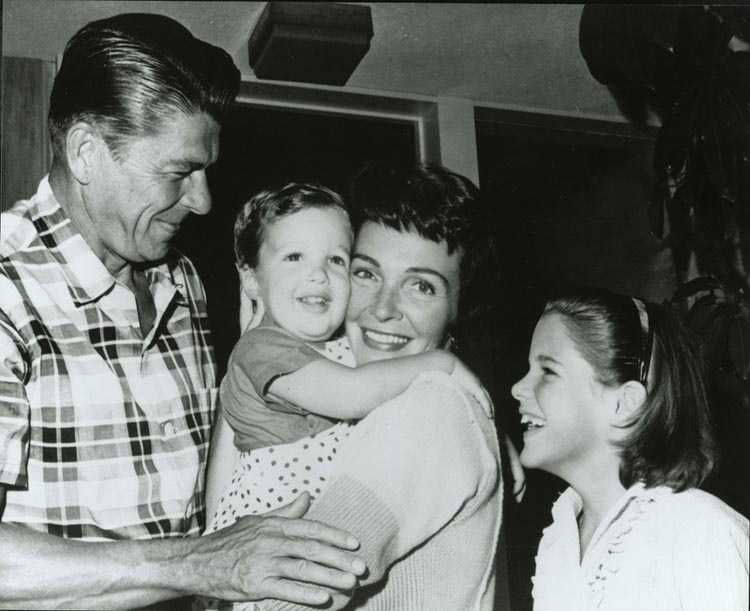 Ronald and Nancy Reagan with their children Ron and Patti. (1960)