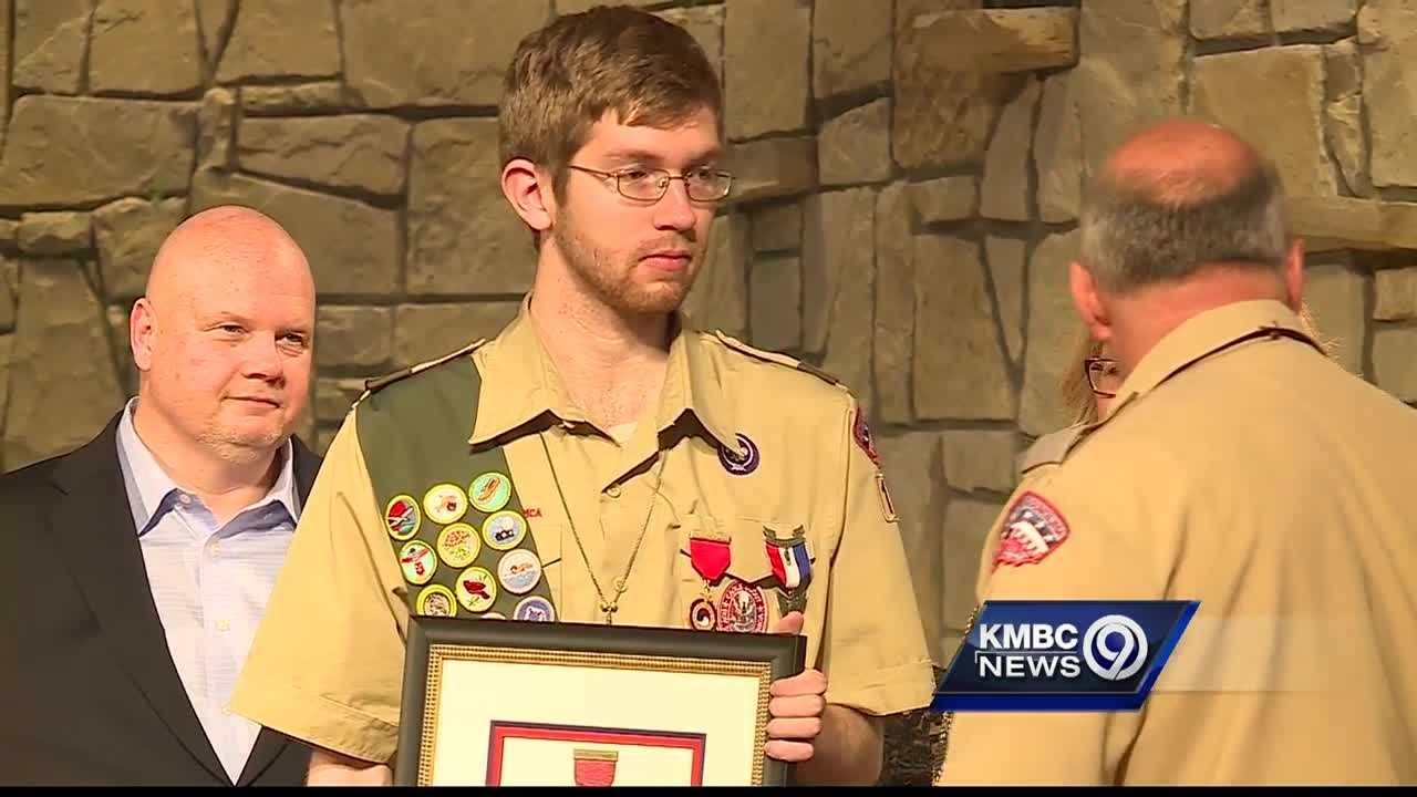 An Overland Park Eagle Scout was recognized for heroism Monday night.