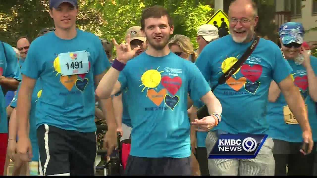 About 2,000 runners and walkers made their way through neighborhoods around Loose Park Monday for the 29th Annual Amy Thompson Run.