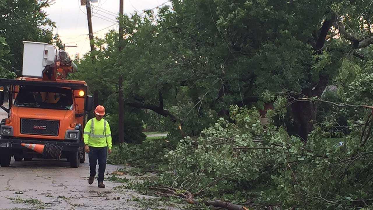 Kmbc 9 News >> Tornado cuts path through Eureka, Kansas