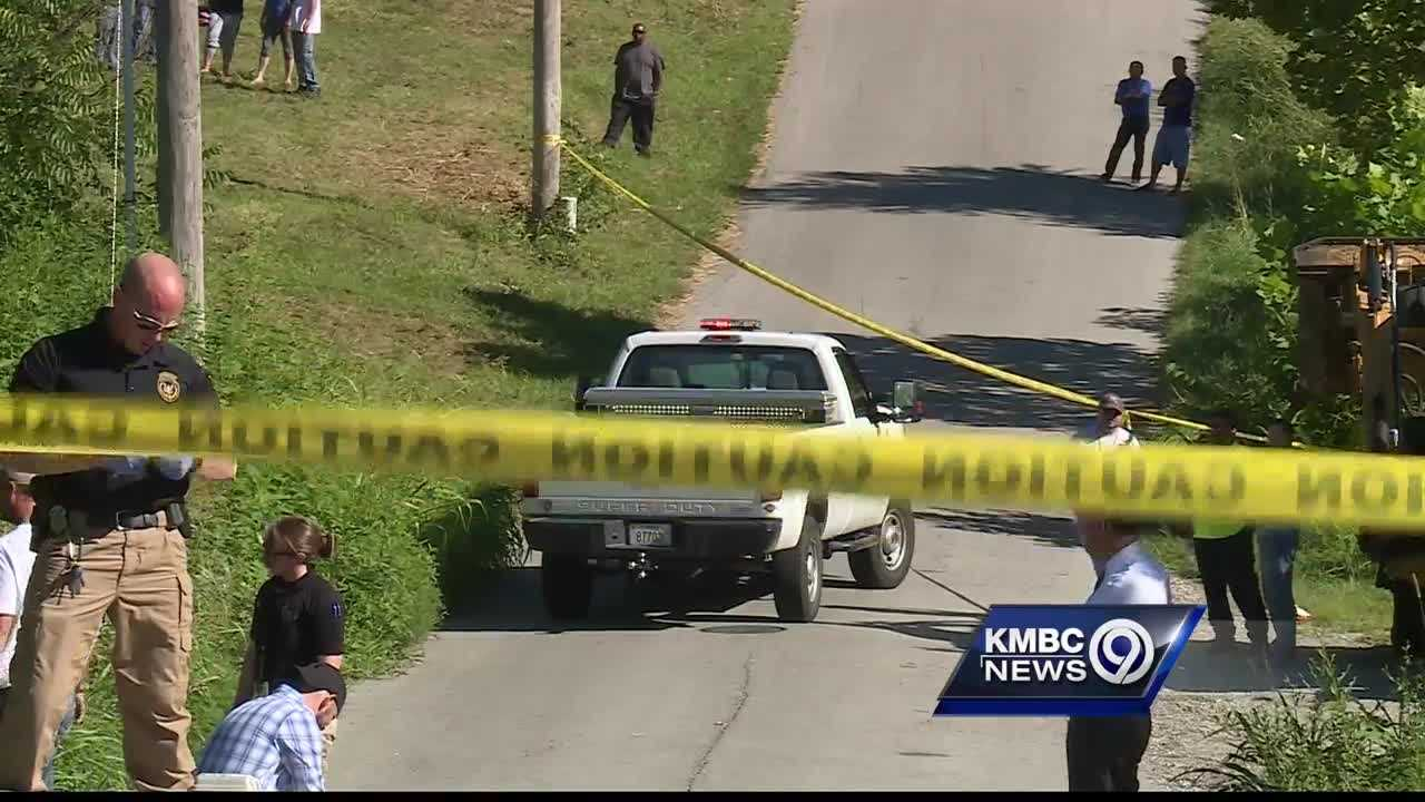 Kansas City, Kansas Police have been called to investigate after street works crews found a body on the side of the road.