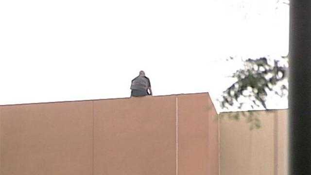 Man threatens to jump off City Hall