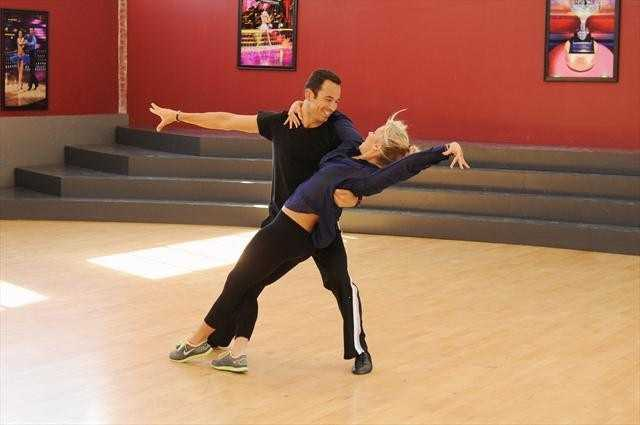 Indy 500 champion driver Hélio Castroneves and Chelsie Hightower ready their moves.