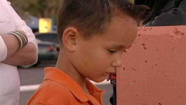 Child left in Los Lunas
