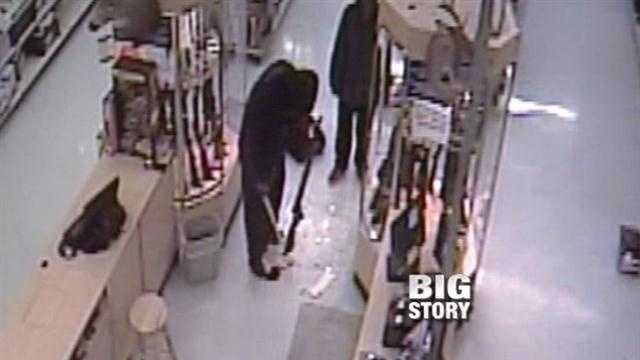 Thieves swiped $30,000 worth of stuff during a brazen heist at a Walmart in the early morning hours of Christmas.