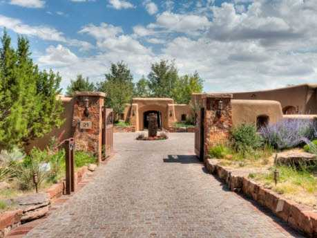 Take a look inside this 5 bedroom, 8 bath mansion in Santa fe, N.M. featured on realtor.com