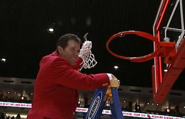 2. Drive for Five: The Lobos won their fifth Mountain West Conference championship under Steve Alford and their 4th regular season title in the last five seasons. UNM was picked to finish 3rd in the conference preseason polls. New Mexico defeated Wyoming 53-42 at The Pit to clinch the outright championship.