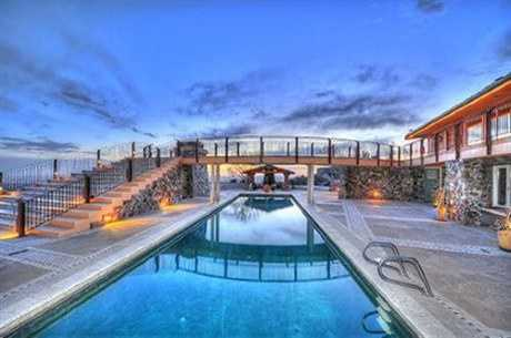 Take a peek inside this 6,000 square foot mansion in Albuquerque, N.M. featured on realtor.com